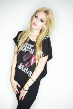 Another pic of Avril in her Japan T-Shirt!