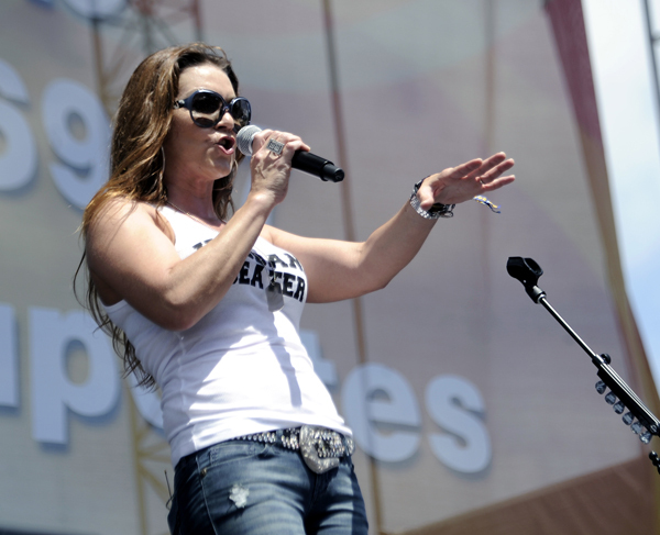 Gretchen Wilson gives '70s favorites personal touch