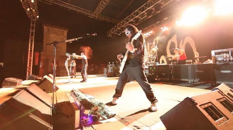 2010/05/29 - San Antonio, TX - 'Oildale (Leave Me Alone)' live