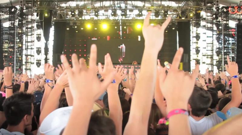 2011/04/16 - Coachella Festival - 'Get Up' live Feat. Skrillex