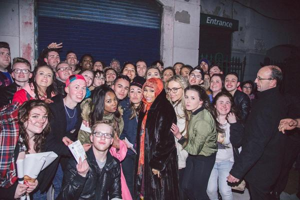 Nicki minaj news after a successful show at 3arena for the pinkprint tour nicki minaj stopped for a group photo with her fans in dublin ireland m4hsunfo