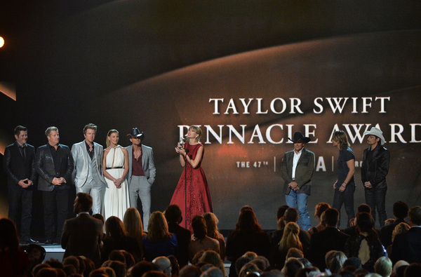 Taylor wins CMA Pinnacle Award