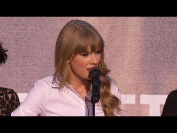 Taylor Swift Performs 'Begin Again'